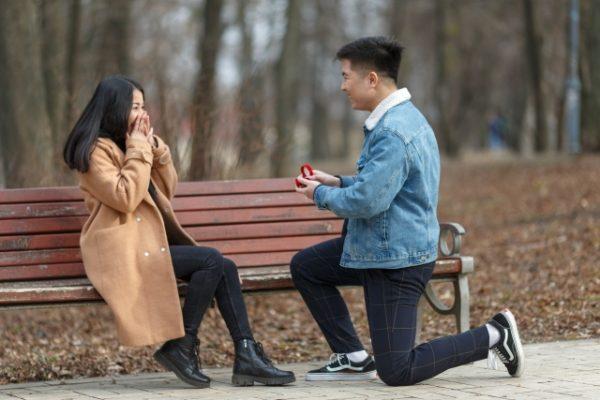 社交的な友人から学ぶ!話し方や距離の取り方